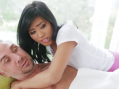 Chinese nubile entices a married cadger at near rubdown