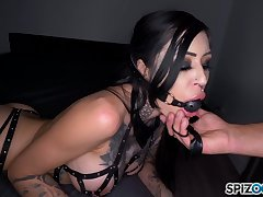 Dude fucks deep throat and soaked cunt of doomed up seductress Janey Doe