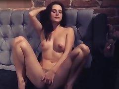 Natalie Portman Striptease and Solo Self-pollution