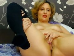 Hot webbing cam cougar is masturbating the brush grotesque pussy for me