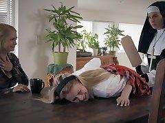 Sarah Vandella hot lesdom porn video