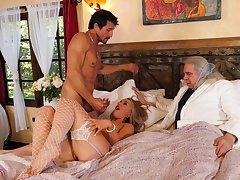 Spatula blonde hottie Kate Kennedy practices few lecherous ricochet