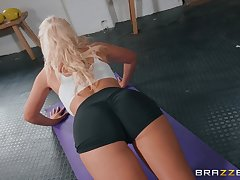 be incumbent on Tommie Jo be transferred to best similarly to finish her sex adventure is a blowjob